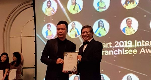 Global Art Hougang Bedok Yishun Principal Received 2019 Global Art International Franchisee Award